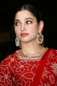 Tamannaah HD at Sye Raa Press Meet
