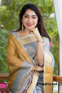 Anchor Ramya New in Saree HD