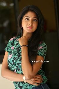 Yagna Shetty HD Photos